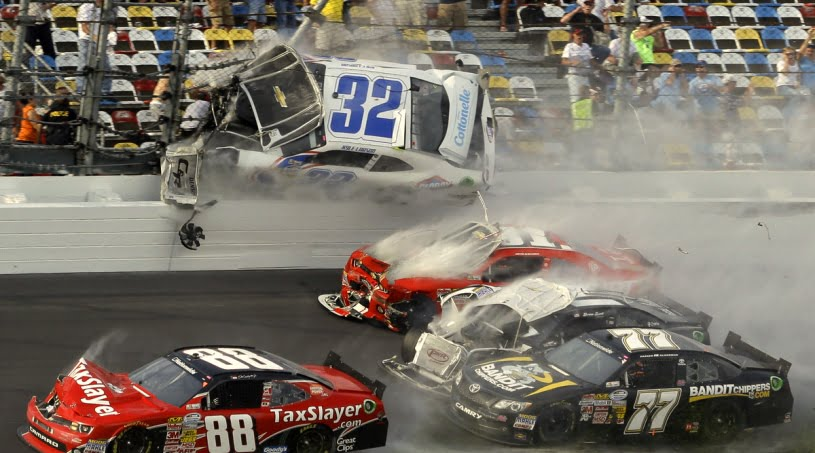 Daytona_Kyle Larson_Crash