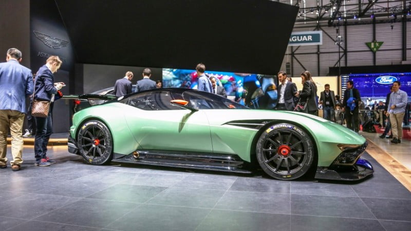2016-Aston-Martin-Vulcan-geneva-3