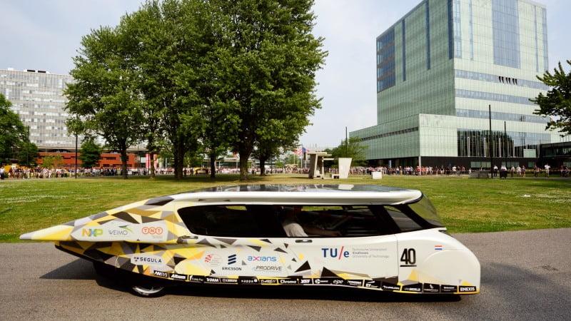 presentatie zonne-auto Stella Lux