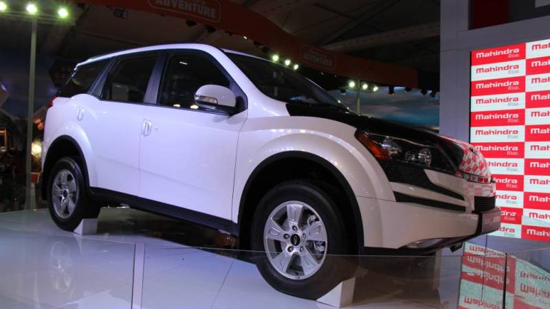 2015-Mahindra-XUV500-Hybrid-side-view