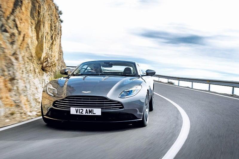 Aston Martin DB11-12