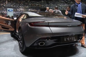 Aston Martin DB11-13