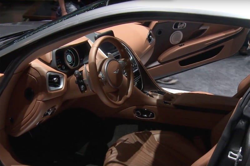 Aston Martin DB11-8
